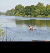 Martin og daddy på flod i tjekkiet